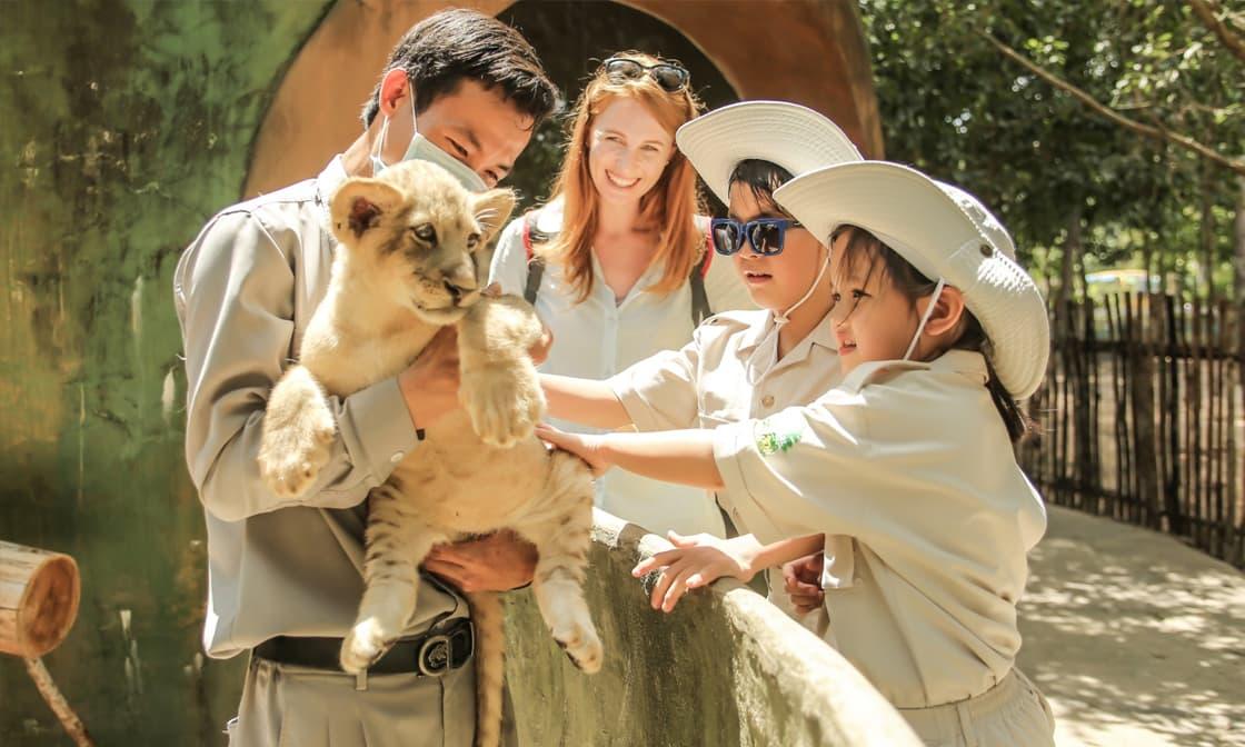 """Khoá học """"Junior Zoo Keeper"""" cho bé chỉ từ 200.000đ"""